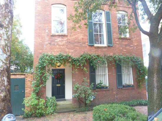 Armstrong Inns Bed and Breakfast: Tattnall House, front view