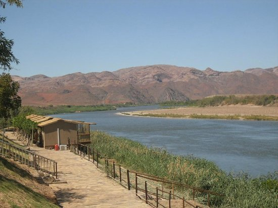 Norotshama River Resort: De oranje rivier met de huisjes langs de kade