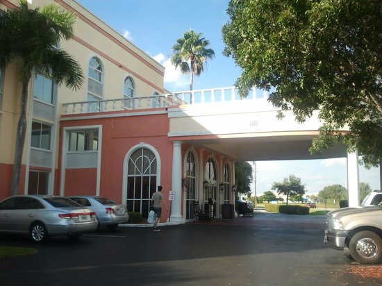 BEST WESTERN PLUS Fort Myers Inn & Suites: Outside
