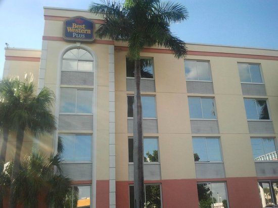 BEST WESTERN PLUS Fort Myers Inn & Suites: Front