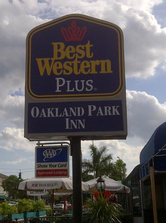 BEST WESTERN PLUS Oakland Park Inn: Sign out front