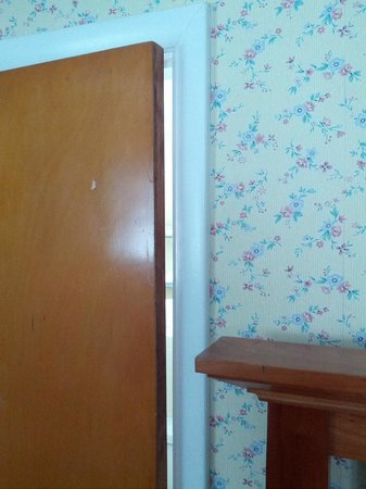 The Stamford Motel: bathroom door