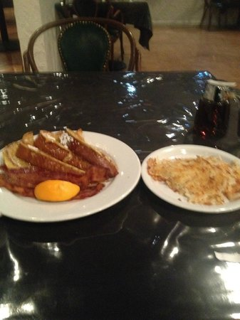 Clarion Hotel &amp; Casino: This is breakfast in the Greek Aisles. George&#39;s service was EXCELLENT.