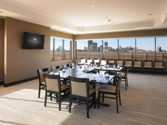 Strathallan - a DoubleTree by Hilton: City View Meeting Room