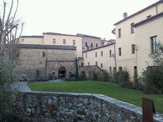 Castel Monastero: exterior