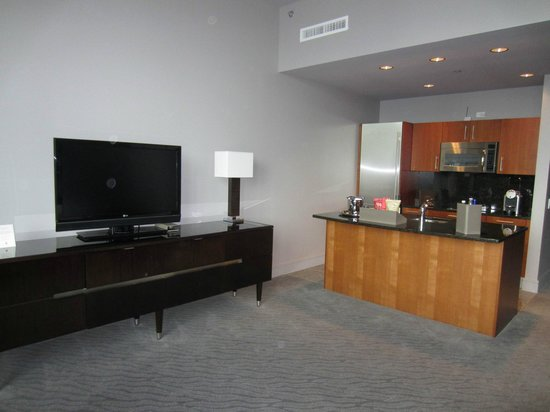 Trump International Hotel & Tower Chicago: TV and kitchen area in Executive King