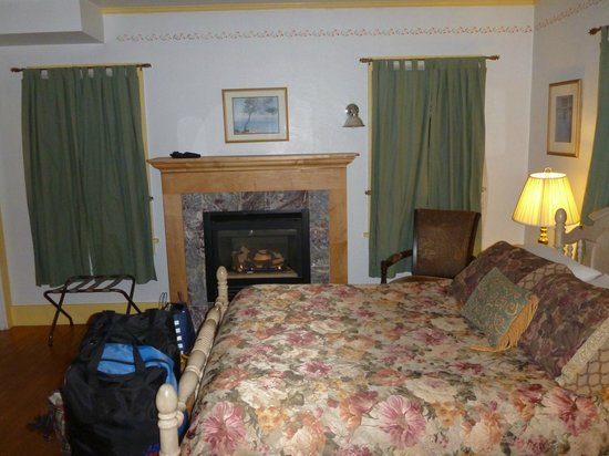 The Wilderness Inn Bed and Breakfast: Warm &amp; cozy with fireplace
