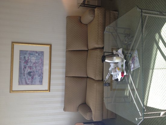 JW Marriott Hotel Quito: Sitting room in suite. Pics don't do it justice. It was quite nice