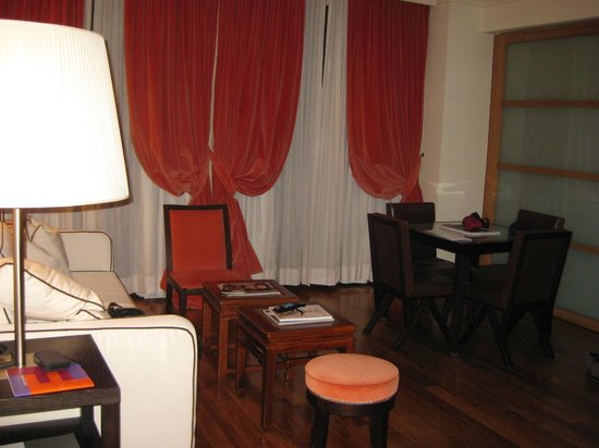 Lungarno Suites: View of Living Room From Front Door