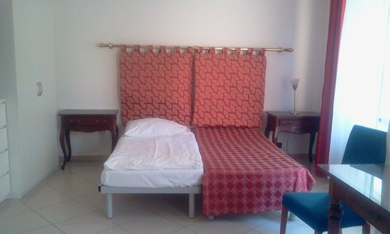 Residence Bologna: The basic set up of the room