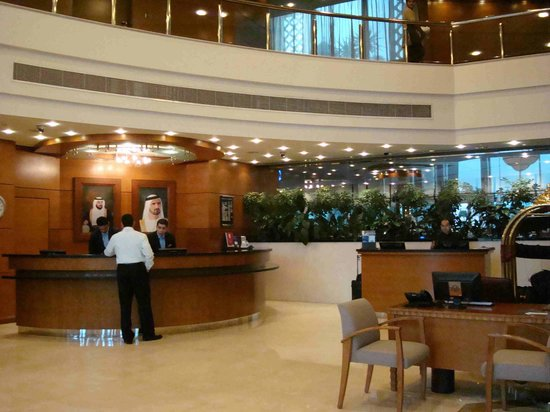 Al Murooj Rotana: Lobby