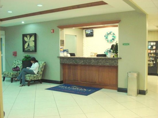 ‪‪Baymont Inn & Suites Miami Airport West‬: Reception‬