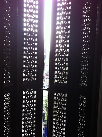 Windsor Hotel Cairo: beautiful window shutters