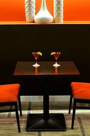 Courtyard by Marriott Phoenix Mesa: Enjoy Wine and Spirits in the Bistro