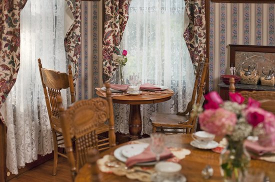 Whistling Swan Inn: Hearty country buffet breakfasts in our spacious dining room