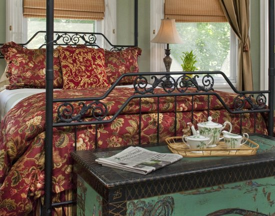 Whistling Swan Inn: The Harmony Suite reflects the Victorians' passion for the vibrancy of the Orient.