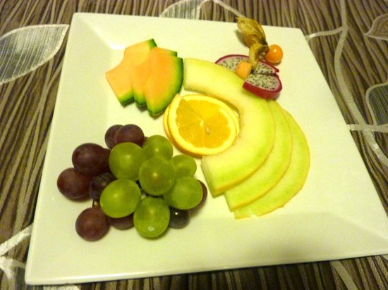 Hotel Pod Vezi: Fruit plate on night 3