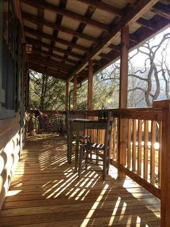 Mountain Springs Cabins: Front Porch of Cabin 9