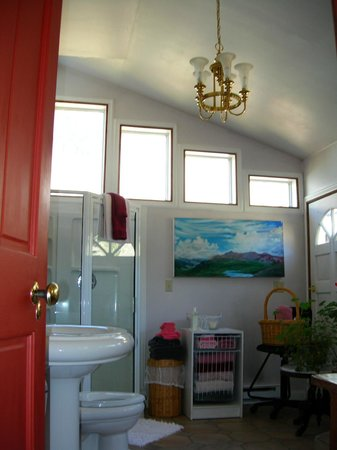 The Animas B&B at the Wingate House: Private bath for Adam & Eve Room