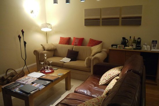 Bisoi B&B Suites: living area