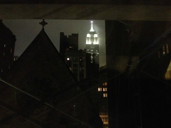Comfort Inn Chelsea: View of Empire State Building at night!