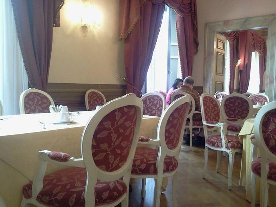 Cavaliere Palace Hotel: sala colazione