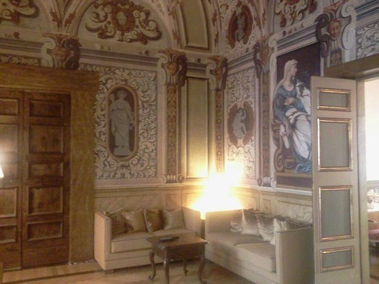 Cavaliere Palace Hotel: particolari dell&#39;ingresso