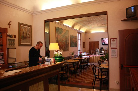 Hotel Casci: Front Desk and Breakfast Room
