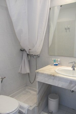 Myconian K Hotels: bathroom, tight but functional