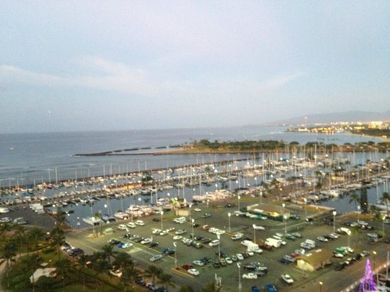 Hilton Grand Vacations Suites at Hilton Hawaiian Village: View of marina from second balcony