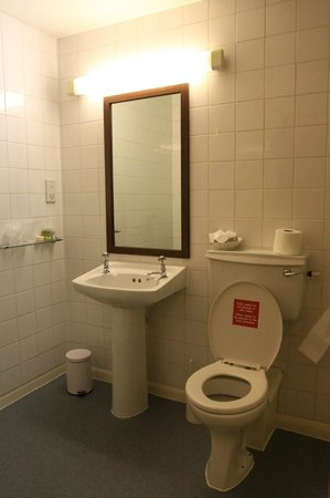 Royal Oxford Hotel: Generously sized bathroom