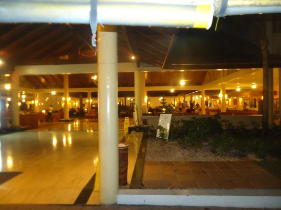 Grand Palladium Palace Resort, Spa & Casino: a differ common area to drink etc