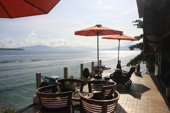Bunaken Cha Cha Nature Resort: Balcony with divine view