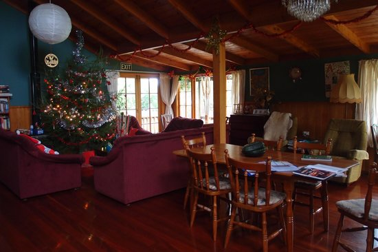 Kerikeri Farm Hostel: Christmas Lounge