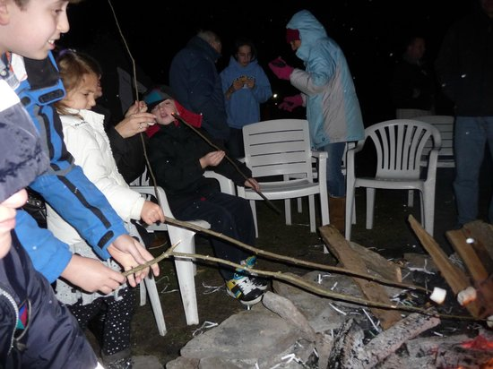Villa Roma Resort and Conference Center: Free s&#39;mores making on Christmas Eve.