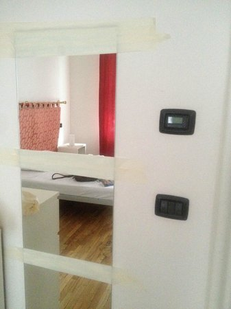 Residence Bologna: the mirror is hanging with ducktape