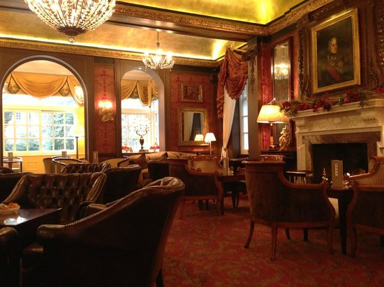 The Goring: Cozy lounge
