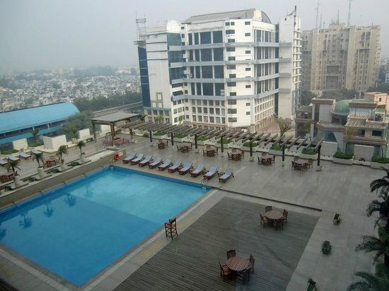 Hilton New Delhi  Janakpuri: View from room overlooking pool