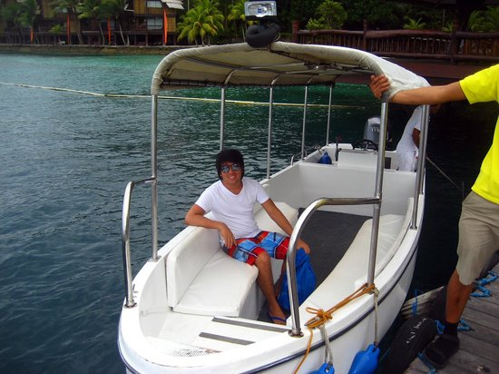 Pearl Farm Beach Resort: boat transfer to the other island