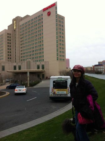 Sheraton Atlantic City Convention Center: nice location with public transportation right there.