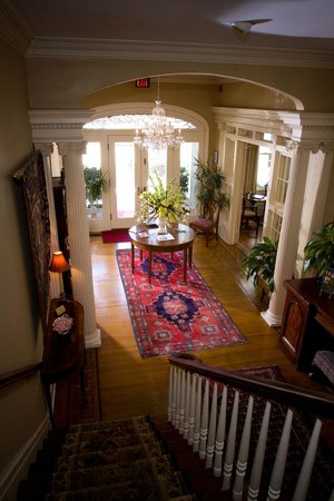 1842 Inn: Foyer of Main House