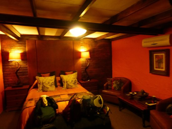 Ama Zulu Guesthouse: spacious room
