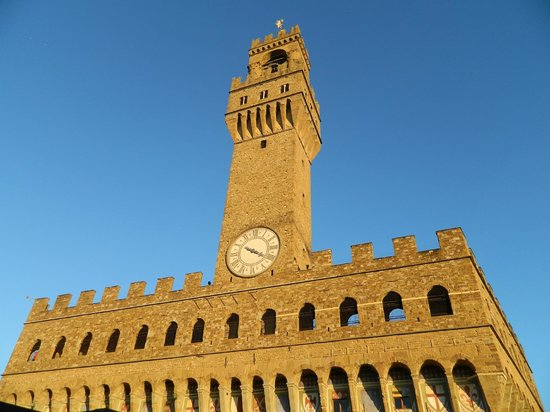 http://media-cdn.tripadvisor.com/media/photo-s/03/4a/50/fc/palazzo-vecchio.jpg