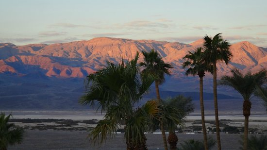 Furnace Creek Inn and Ranch Resort: View from the hotel terrace of sunrise on the Panamint Range