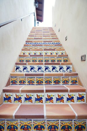 Su Nido Inn (Your Nest In Ojai): Tile on stairway's