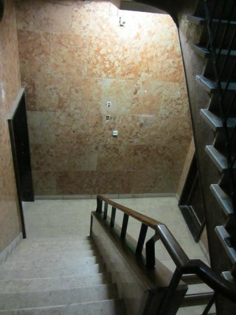 Downtown Design Hostel: the steep stairs (first floor smelled but not part of hotel)