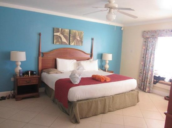 Bay Gardens Beach Resort: gorgeous bedroom