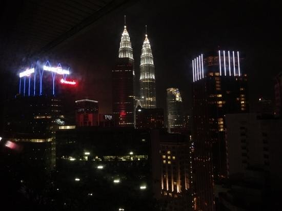 Crowne Plaza Mutiara Kuala Lumpur: Night view from hotel