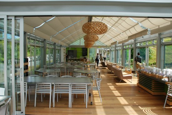 Brick Bay Sculpture Trail: The cafe has a modern ambience - its a lovely space to enjoy.