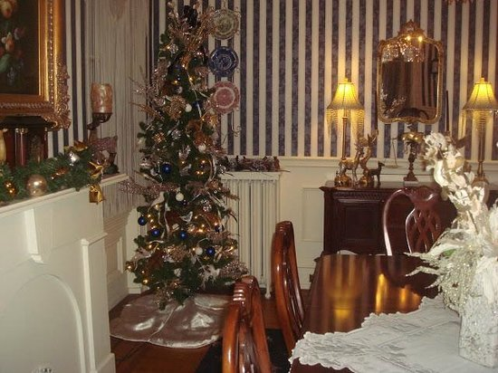 Lovelace Manor Bed and Breakfast: Dining area
